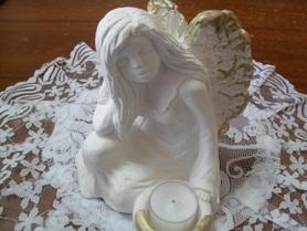 Aniołek gipsowy z miejscem na podgrzewacz