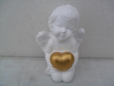 Śliczny aniołek gipsowy z serduszkiem (1)