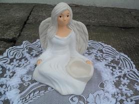 Aniołek gipsowy z miejscem na świeczkę