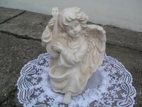 Aniołek z harfą z miejscem na świeczkę