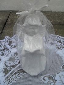 Aniołek ceramiczny z pismem świętym