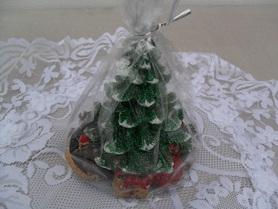 Świeca choinka zielona z prezentami