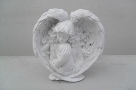 Aniołek ze skrzydłami