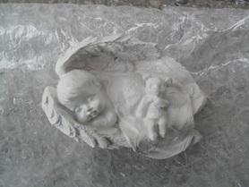 Mały Aniołek z gipsu - śpioch
