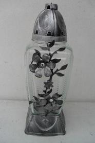 Znicz prostokąt ze srebrnym kwiatem z metaloplastyki