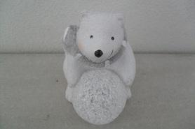 Niedźwiedź z brokatem i świecącą kulą