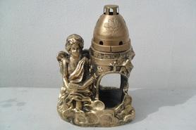 Znicz gipsowy anioł z Pismem Świętym - złoty