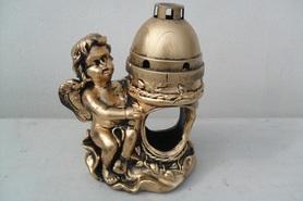 Znicz gipsowy anioł siedzący - złoty
