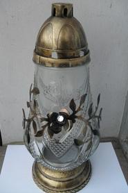 Znicz dzbanek z kwiatem z metaloplastyki - złoto