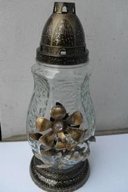 Znicz dzbanek ze złotym kwiatem z metaloplastyki